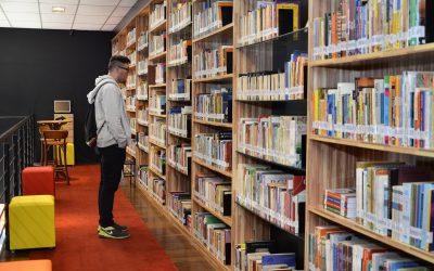 A Biblioteca Municipal de Marília João Mesquita Valença inaugura novas instalações.