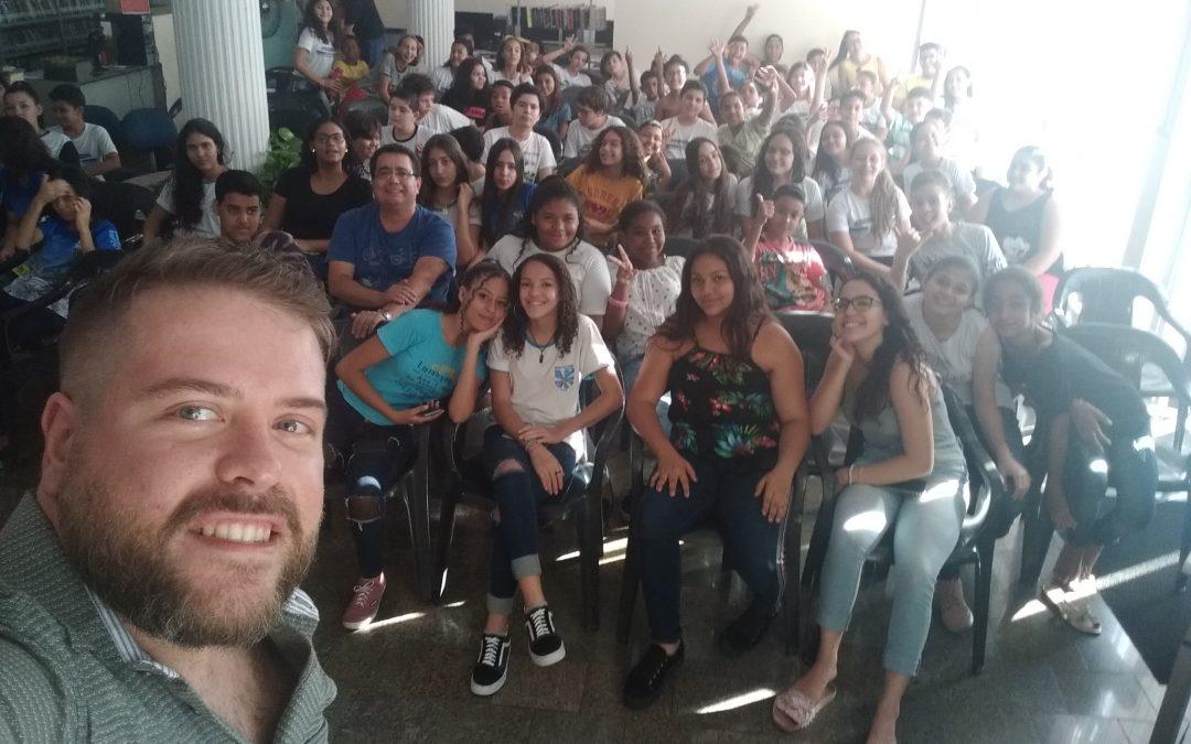 Reportagem mostra biblioteca de Tupã com mais de 100 crianças e adolescentes no VL