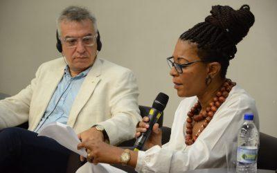 No Workshop Internacional, Isabel Mayer lê carta aberta da Rede Latino-americana de Bibliotecas Comunitárias e Populares
