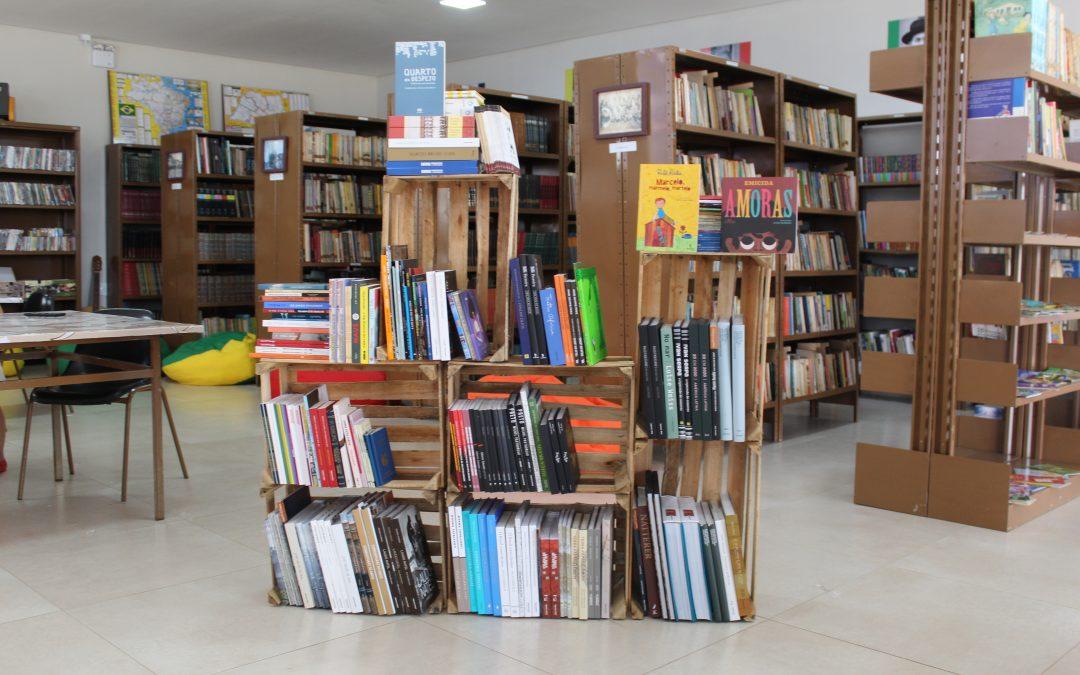 Biblioteca de Paraíso recebe 200 novos livros e comemora programa de doação de acervo